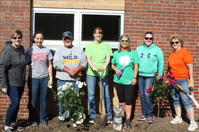 Thank you to volunteers (left to right): Diane Tracy, Anhella Hinojosa, Terry Haske, Amie Abbe, Sonya Horne, Chrissy Caczuk, and Barb Haranda. Not pictured: JoAnn Haske.